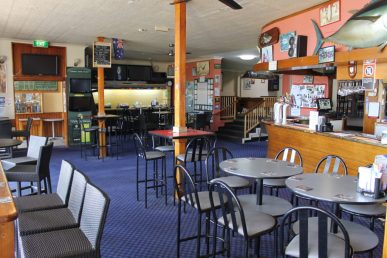 Bermagui-beach-hotel-pub-accommodation-bar-lounge8-copy-1024x683